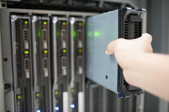 46086423 - man fix server network in data center room .